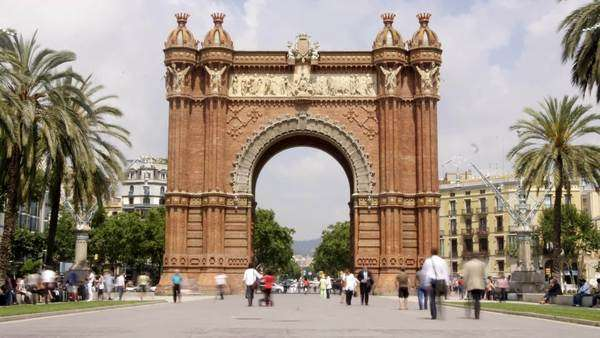 rush hour of people at the Arc de triomf, Barcelona, Spain Royalty-free stock video