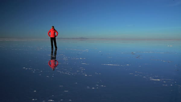 Tourist At Sunset Viewing The Bolivian Salar De Uyuni Mineral Salt Flats An Extreme Terrain Wilderness South America Stock Footage