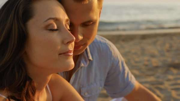 headshot couple on beach Royalty-free stock video