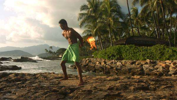 Hawaiian fire knife dancer performs Royalty-free stock video