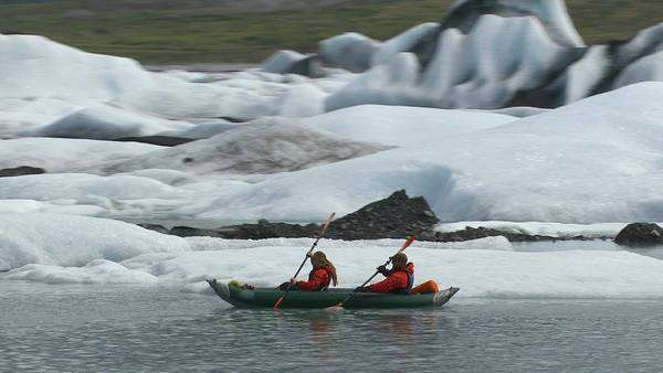 Couple kayaking by icebergs and glacier, Alaska Royalty-free stock video