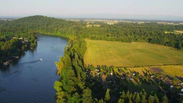 Aerial shot of Willamette River, Oregon Royalty-free stock video