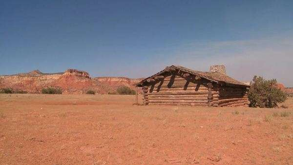 Nice traveling shot of a desert cabin. Royalty-free stock video