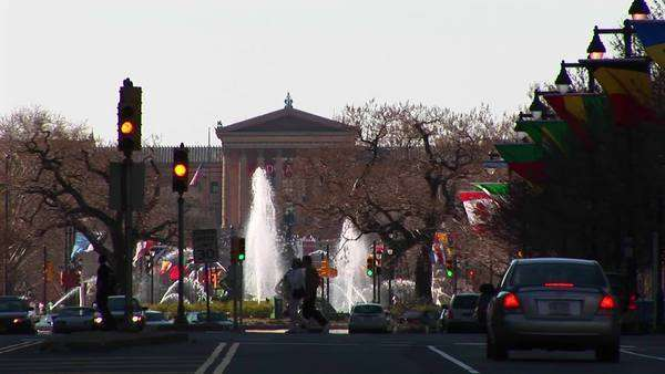 Philadelphia's Benjamin Franklin Parkway leads to the Museum of Art. Royalty-free stock video