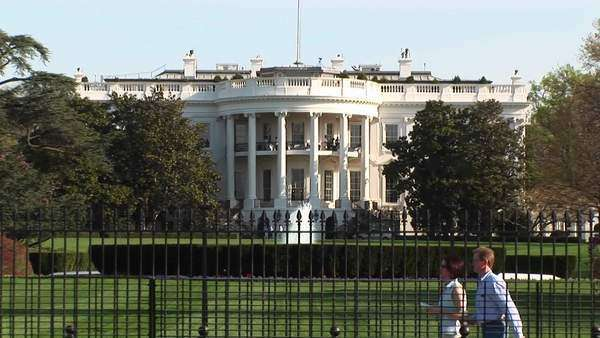 Tourists walk by the White House. Royalty-free stock video