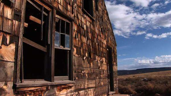 Close-up of an abandoned house on a Utah prairie. Royalty-free stock video