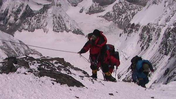 In the death zone climbing towards the summit of Everest - Climbers navigate difficult terrain Royalty-free stock video