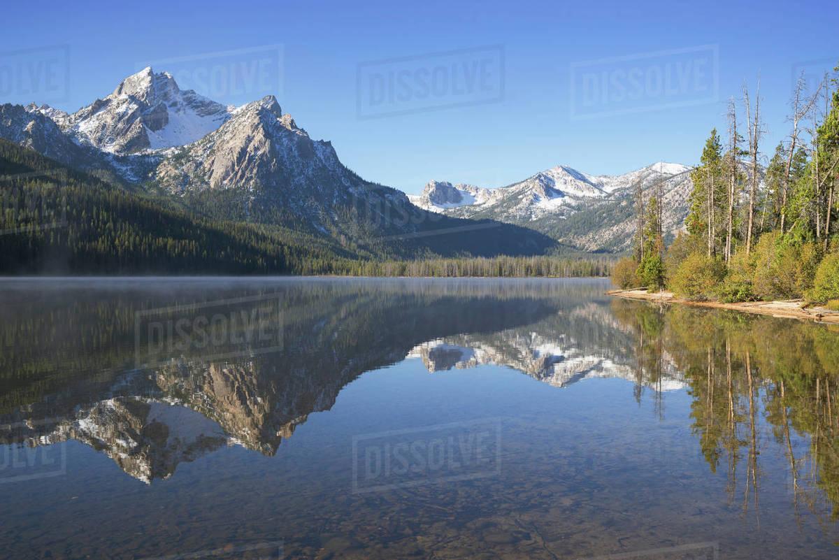 USA, Idaho, Sawtooth range with lake - Stock Photo - Dissolve
