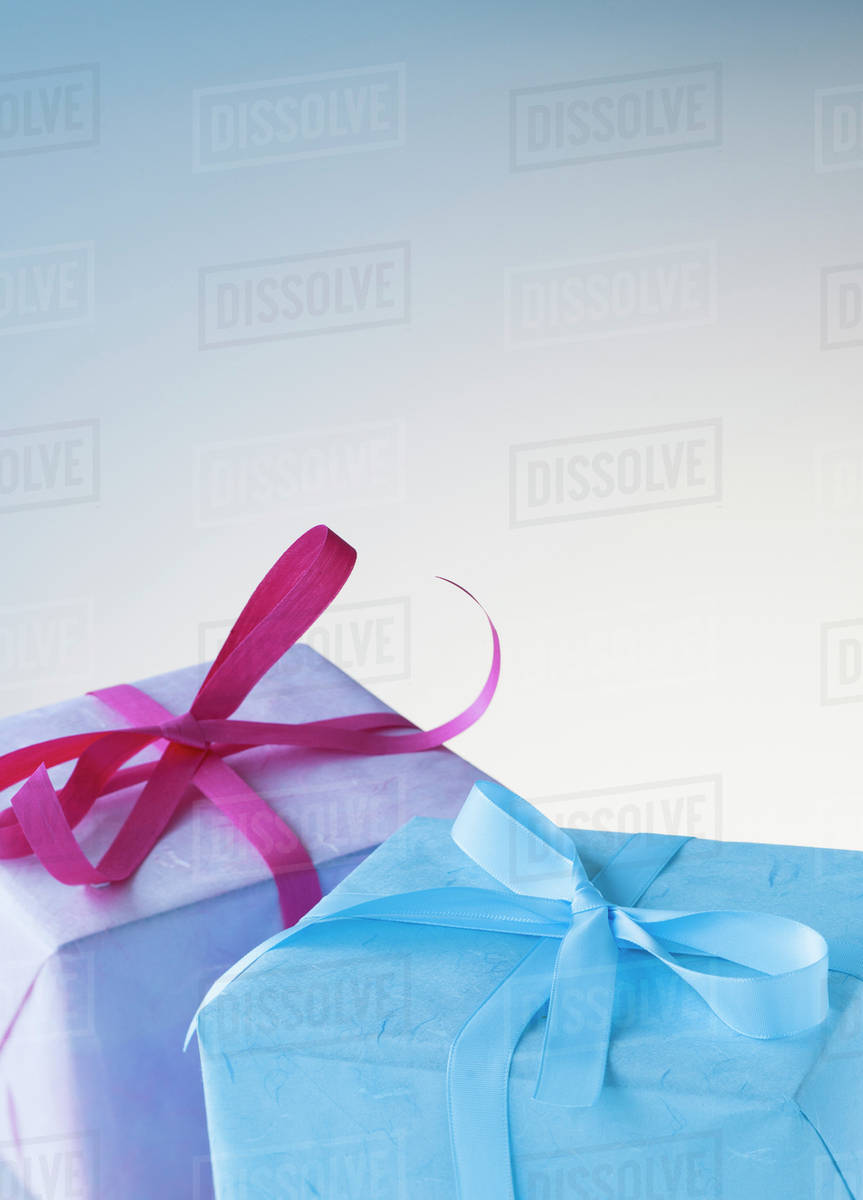 Wrapped Birthday Gifts D102848087