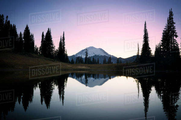 Scenic view of lake and Mount Rainier against sky during sunset Royalty-free stock photo