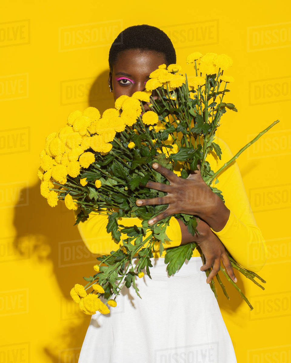 Sensual woman with yellow flowers, total yellow Royalty-free stock photo