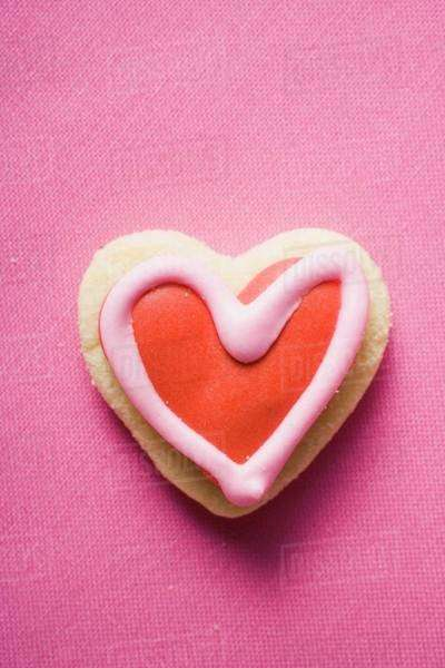 Heart-shaped iced biscuit Royalty-free stock photo