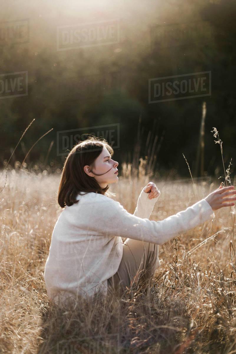 Beautiful portrait of a young stylish woman on sunset Royalty-free stock photo