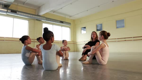 Instructor leading preteen ballerinas in warm ups Royalty-free stock video