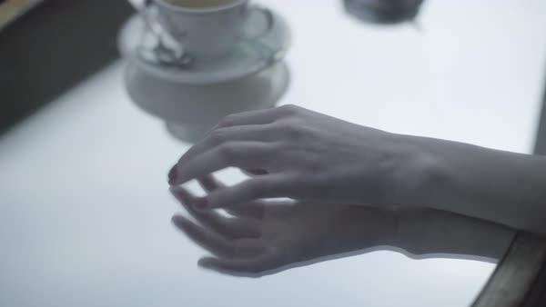 Hand-held shot of a woman tapping her fingers on a mirror table top Royalty-free stock video