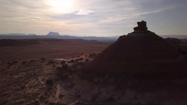 Aerial view flying past hill in the Utah desert. Royalty-free stock video