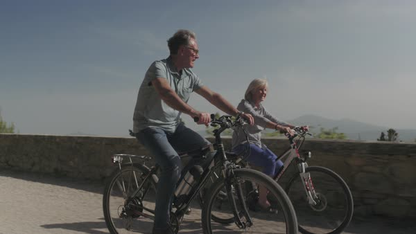 Senior couple on electric bicycles Royalty-free stock video