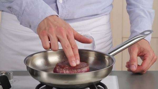 Testing the doneness of a fillet steak using the finger method (rare) Royalty-free stock video