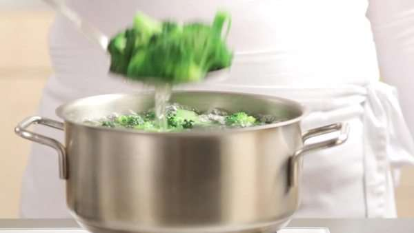 Removing cooked broccoli from a pan Royalty-free stock video