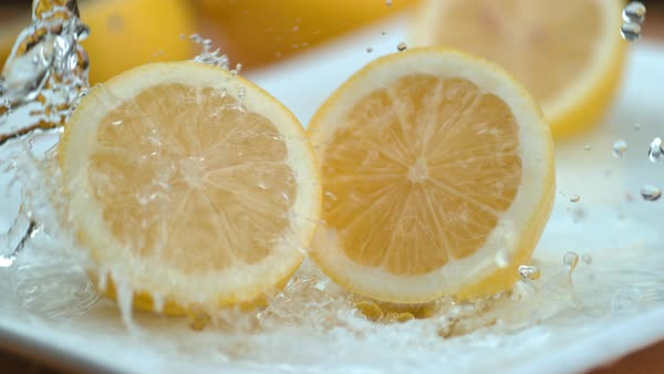 Water splashing onto lemons in super slow motion Royalty-free stock video