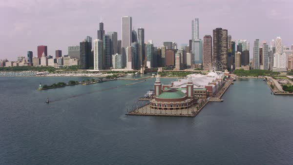 Flying over Navy Pier towards downtown Chicago.   Royalty-free stock video