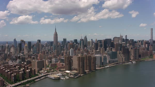 Aerial shot of downtown Manhattan buildings from East River.   Royalty-free stock video