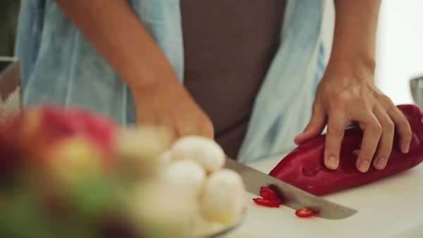 Hands of a woman chopping a red pepper. Royalty-free stock video