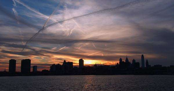 Sunset behind the city of Philadelphia, Pennsylvania. Royalty-free stock video