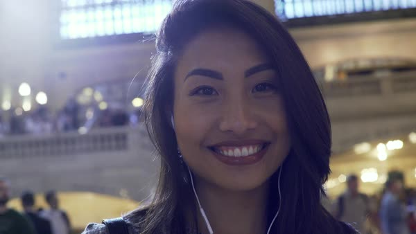 Gimbal shot of a woman looking at camera in Grand Central Station Royalty-free stock video
