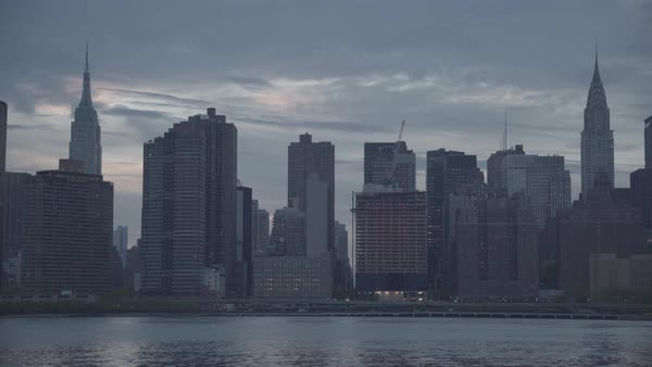 Hand-held shot of New York cityscape Royalty-free stock video