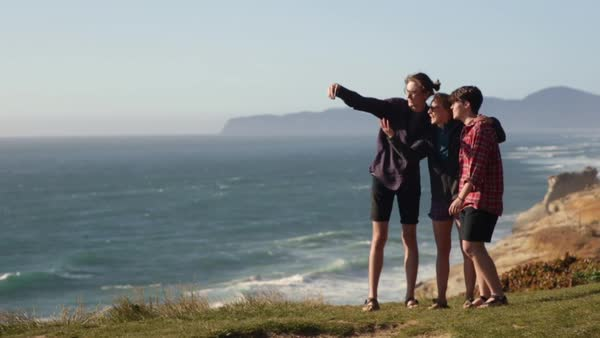 Group Of Fun Friends Take A Vacation Selfie Together At An Overlook On The Oregon Coast, They Look Through Photos Afterward  Royalty-free stock video