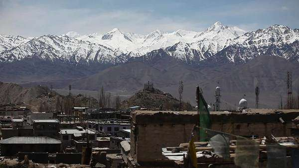 Wide shot of snow-capped mountains surrounding the city of Leh, India Royalty-free stock video
