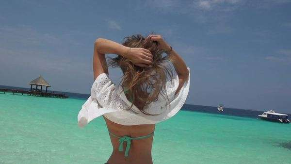 Slow motion: young beautiful brunette enjoys summer breeze and smiles Royalty-free stock video