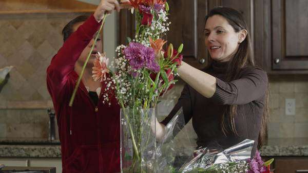 MS DS Mother and daughter arranging flowers in vase  Royalty-free stock video