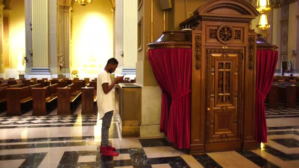 Full shot of a man taking pictures in a church in Philadelphia, PA, USA Royalty-free stock video
