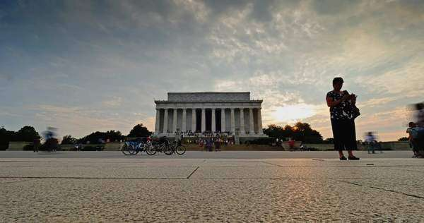 WASHINGTON, D.C. - Circa July, 2015 - A fast-motion timelapse establishing shot of the Lincoln Memorial at dusk. Royalty-free stock video