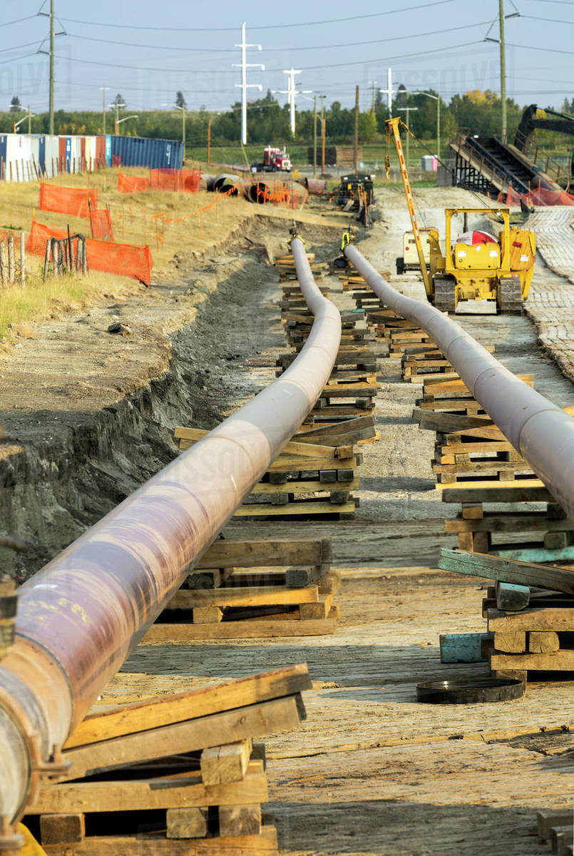 Twin pipeline under construction