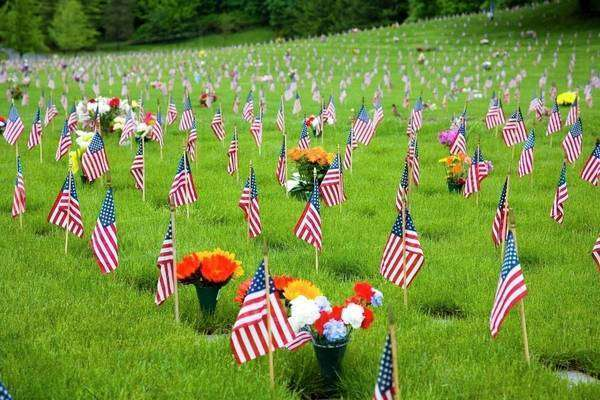 Memorial Flowers And Flags In A Graveyard In Oregon, Usa Royalty-free stock photo