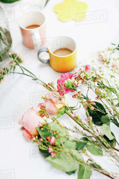 Table with cut flowers and coffee cups at flower arranging workshop Royalty-free stock photo