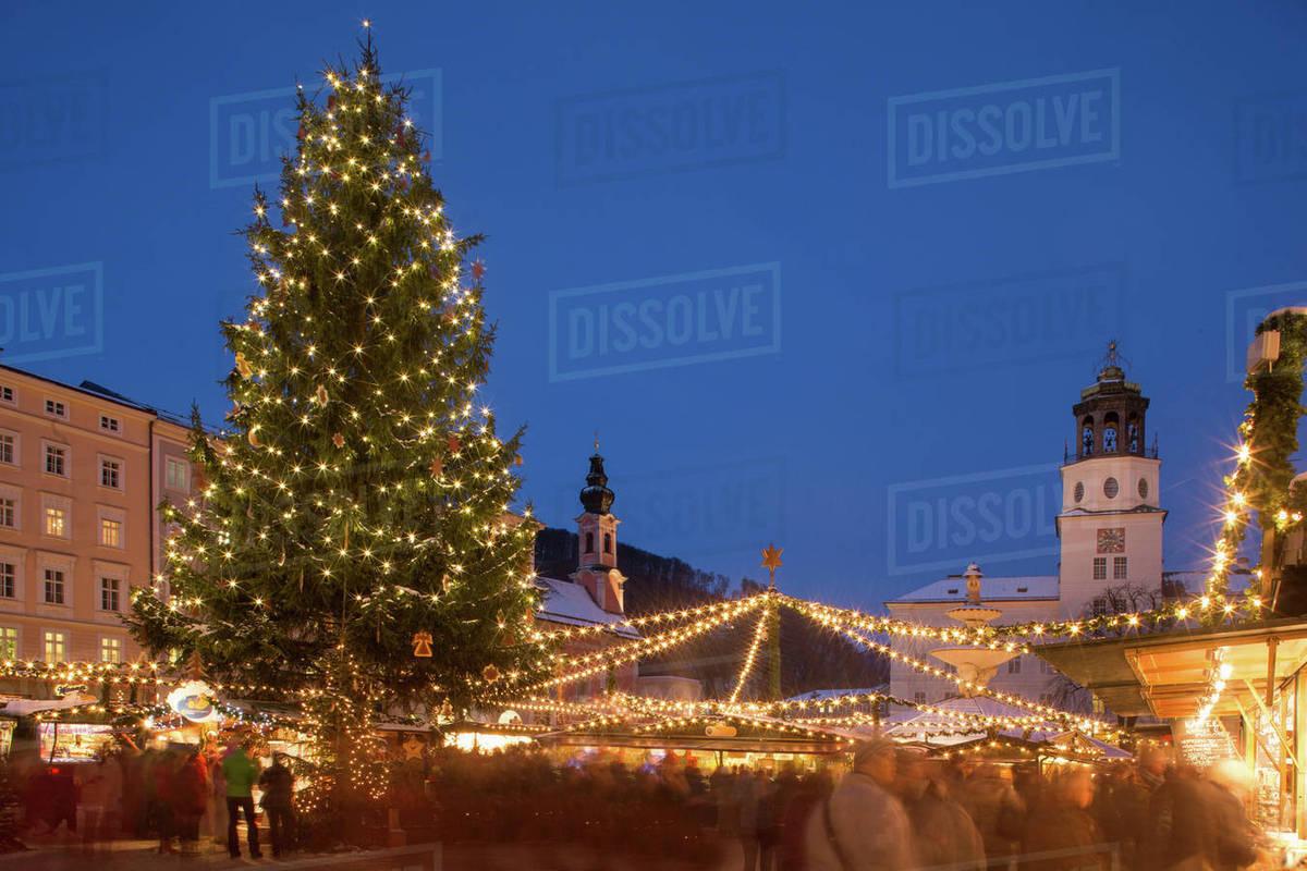 Salzburg Christmas Market.Christmas Tree In Christmas Market Salzburg Austria Stock Photo